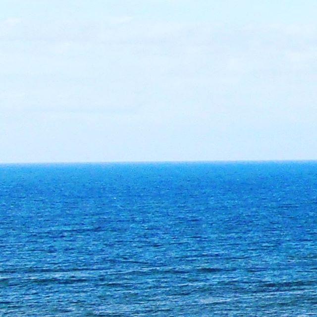 空と海が等分 (from Instagram)
